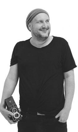 Oliver Thom Werbefotograf, professionelle Fotografie, Printmarketing, Webdesign, Online Shopsysteme, Hosting, Provider und Geschäftsführer der Werbeagentur im Saarland für erfolgreiches Social Media Marketing, SEO und SEA.